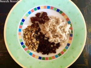 Inner mixture: brown rice, raisins, dates, walnuts